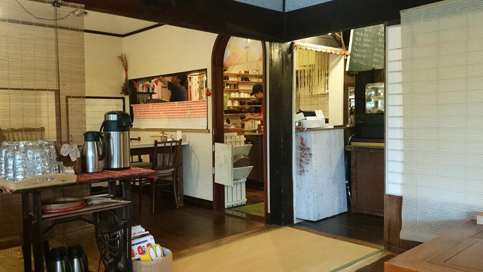 古民家カフェ オリーブの木 鹿児島県霧島市 キッチン テーブル席 olive-tree4