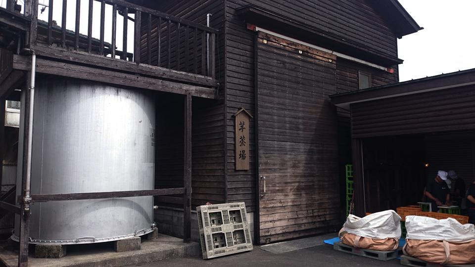焼酎蔵「明るいの農村」 霧島蒸留所の蔵見学「芋蒸場・芋切り」