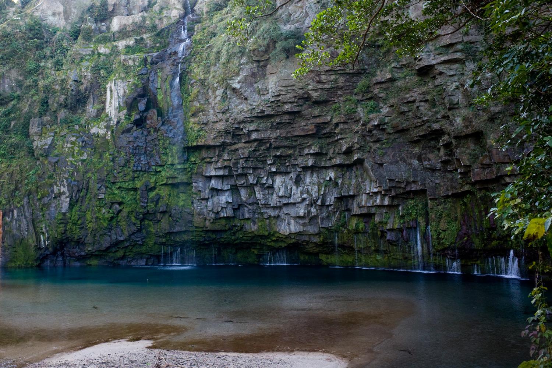 南大隅町の名所 「雄川の滝」