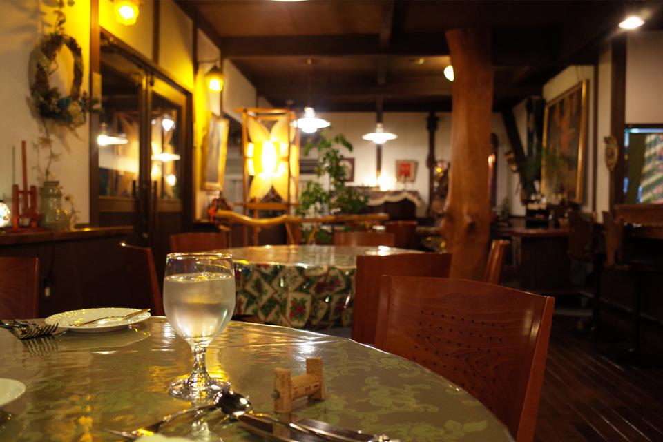 店内テーブル席 アージェ ひげのみせ 熊本県水俣市