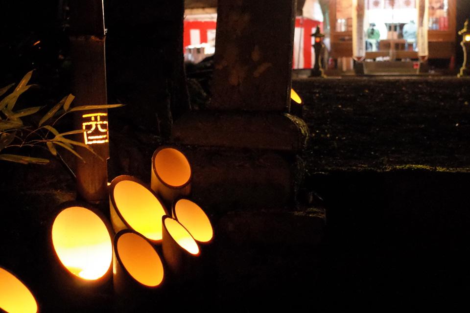 竹筒で灯す「熊野神社」湧水町