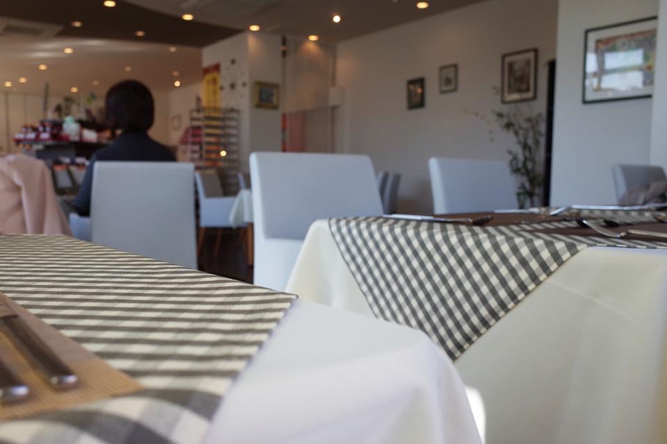 店内テーブル席 フレンチレストラン「Le Plaisir」 薩摩川内市