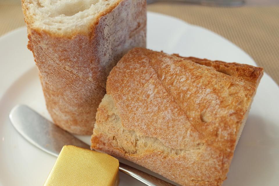 ランチコース アツアツのパン フレンチレストラン「Le Plaisir」 薩摩川内市