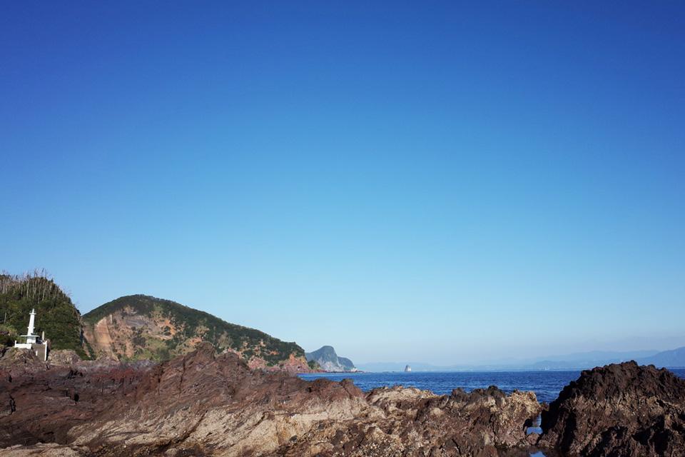 海と大隅半島と灯台「長崎鼻」指宿市