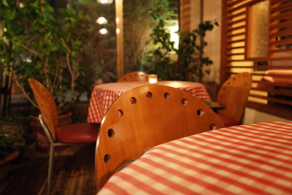 サンルームのテーブル席 Alice Cafe (アリスカフェ) 霧島市隼人町