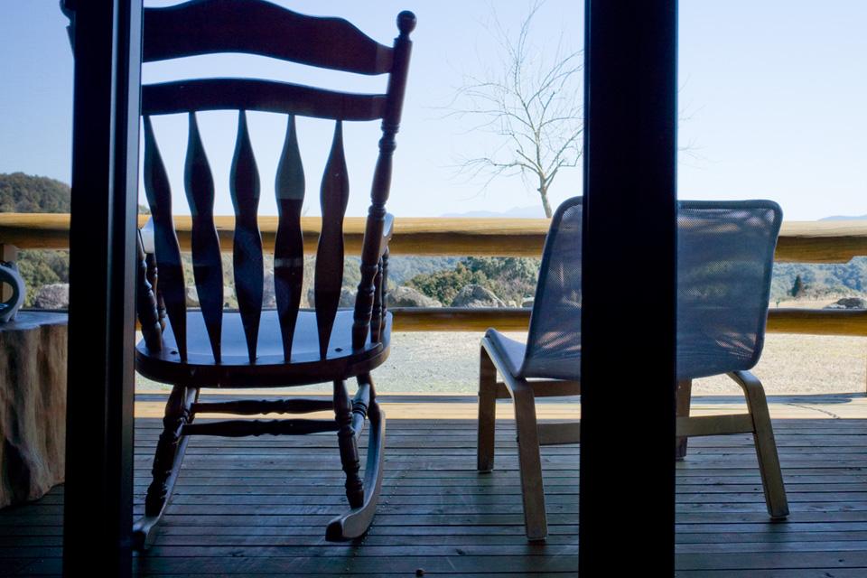 テラス席・椅子 沖田黒豚牧場の牧場民宿レストラン「和(のどか)」