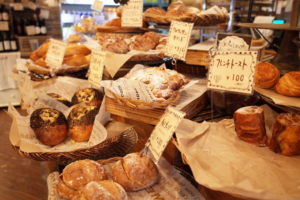 店内・豊富な種類のパン bakery hacos. 鹿児島県姶良市