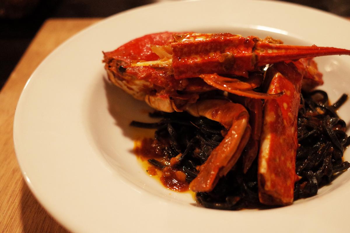 イタリア料理「イサオ・クチーナ (Isao Cucina)」コース料理・カニとイカスミのパスタ 鹿児島県姶良郡湧水町