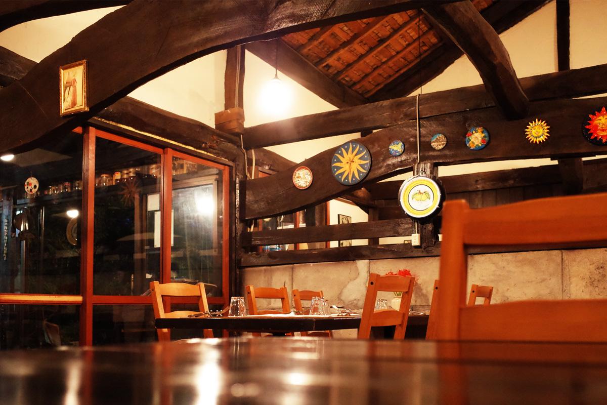 イタリア料理「イサオ・クチーナ (Isao Cucina)」店内・テーブル席 鹿児島県姶良郡湧水町