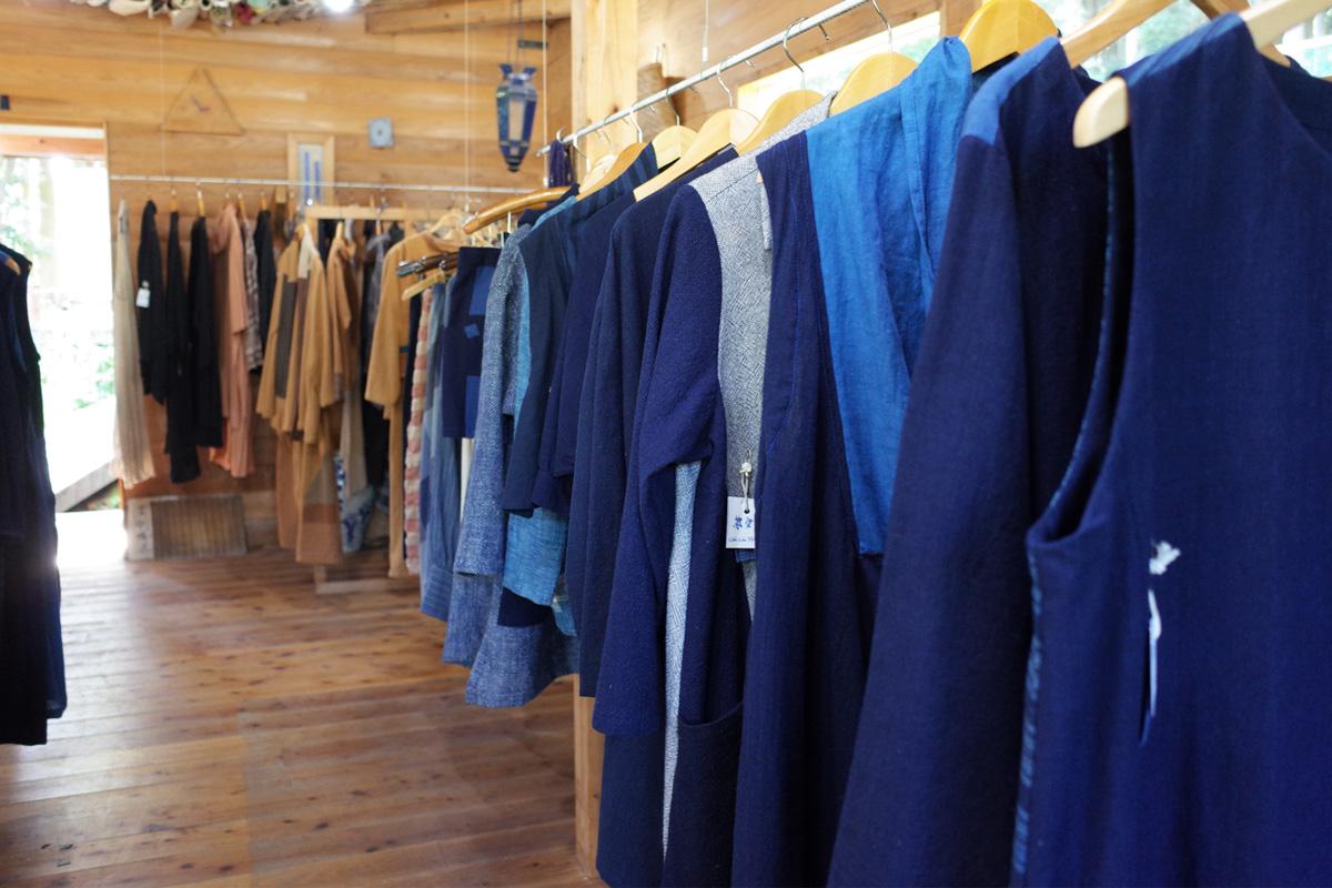 雑貨・アパレル「森のテラス夢楽」藍染めの洋服 霧島市牧園町