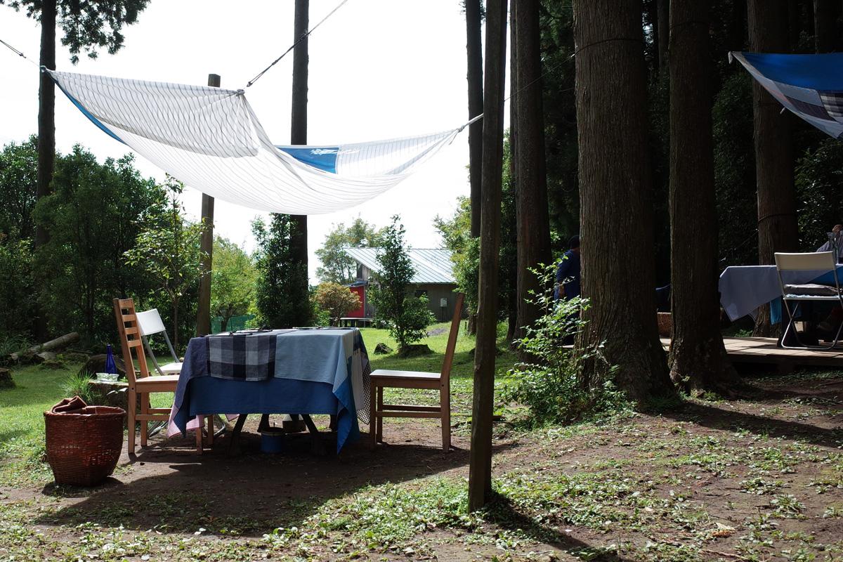 カフェ「きままな台所(キッチン)」人気の屋外テーブル席 霧島市牧園町
