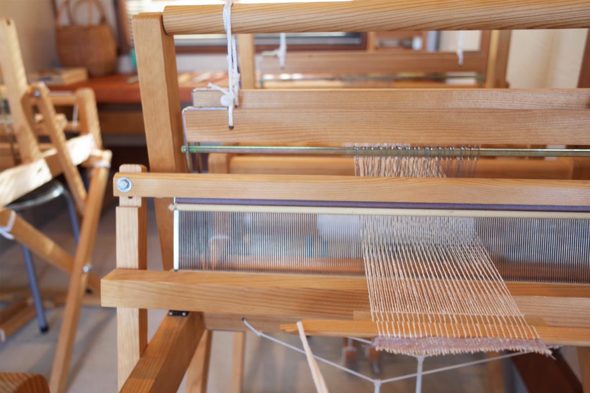 絹糸で織る 手織りコースター体験-養蚕農家カフェ桑の実/指宿市
