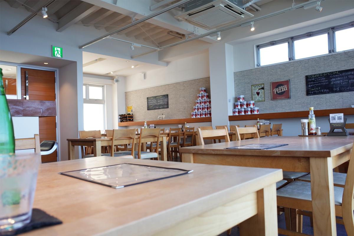 店内-カフェ「NumBar」指宿市