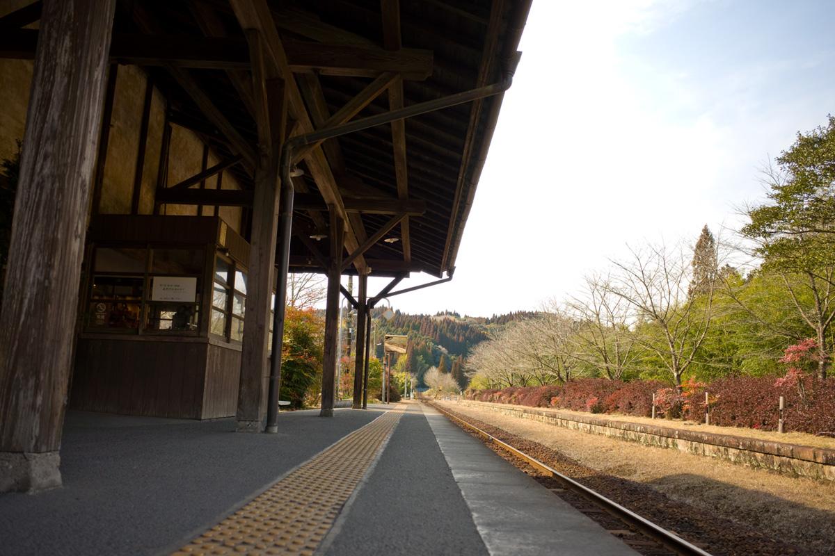 ホームから見える景色・線路-JR肥薩線「嘉例川駅」鹿児島県霧島市