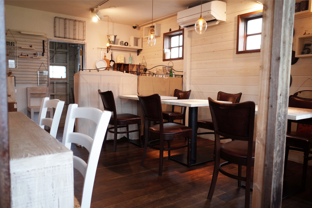 テーブル席&雑貨「バウハウスカフェ (Bauhaus Cafe)」霧島市国分
