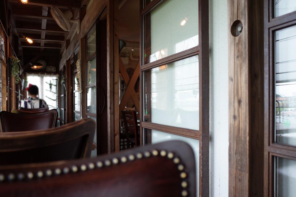 テラス席「バウハウスカフェ (Bauhaus Cafe)」霧島市国分