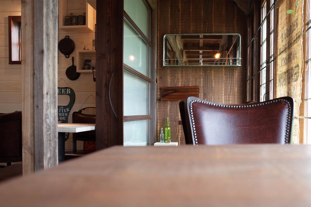 テラス席テーブル「バウハウスカフェ (Bauhaus Cafe)」霧島市国分