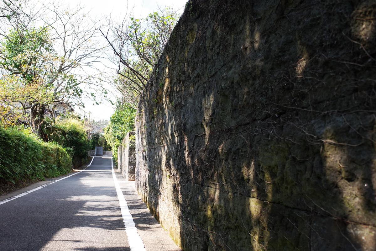 古民家カフェ「梅里 (bairi)」前の石垣 鹿児島県指宿市