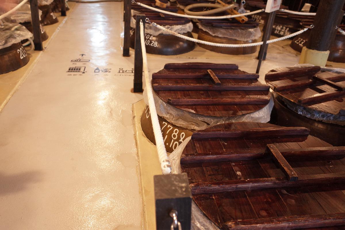 手作り焼酎の仕込みのかめ壺-石蔵ミュージアム(白金酒造/ 鹿児島県姶良市)