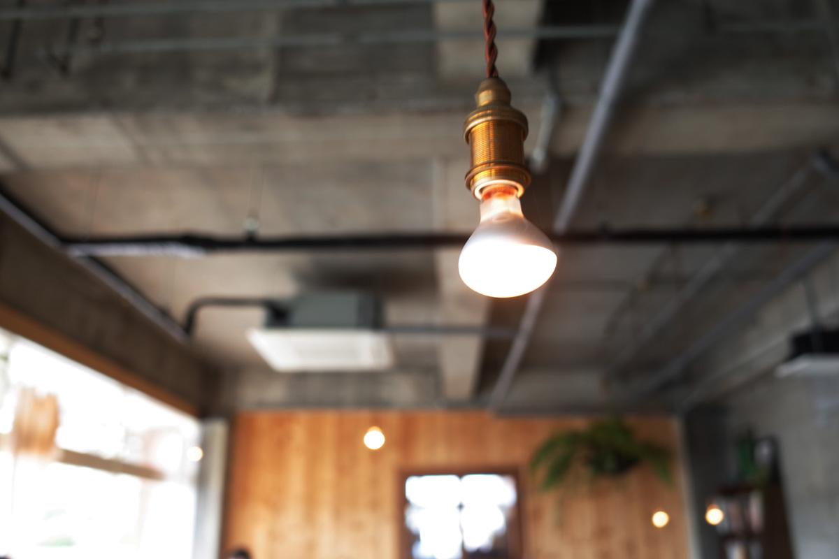 志布志のカフェ 「Meals and Grind/Drive Inn(ミールス アンド グラインド ドライブイン)」店内インテリア 鹿児島県志布志市