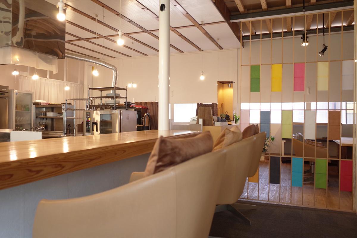 モンシェールアミ(Moncherami) 店内 カウンター席、オープンキッチン 鹿児島県霧島市