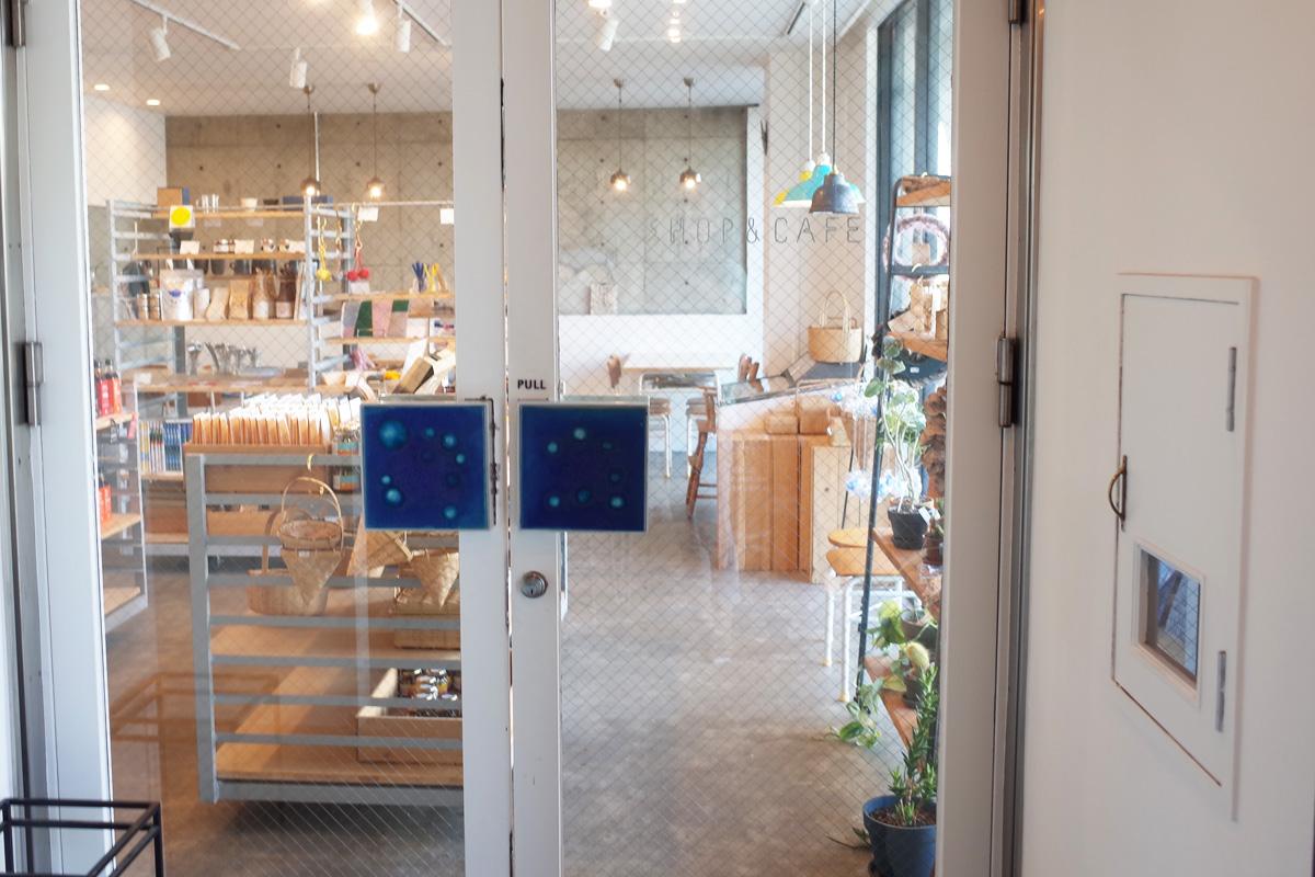 1Fのカフェ&お土産スペース「イワシビル」鹿児島県阿久根市