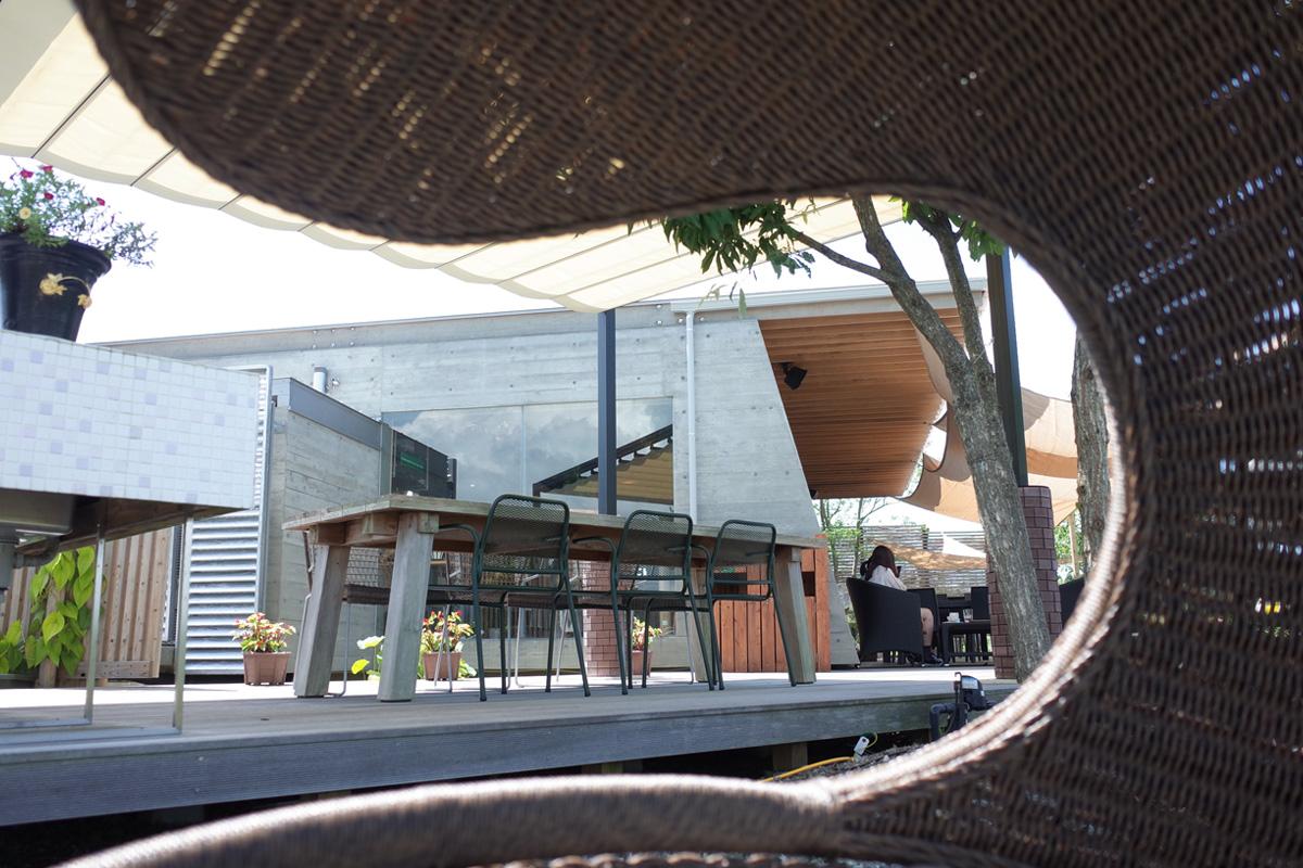 鹿児島県阿久根市の展望テラスのソファー席「テラスカフェ空」