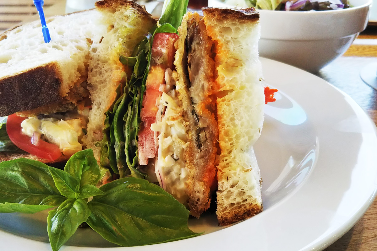 鹿児島県阿久根市のテラスカフェ空「アジフライのライ麦パンサンドセット」